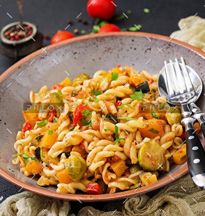 vegan-fusilli-vegetable-paste-with-pumpkin-PX2FXCJ